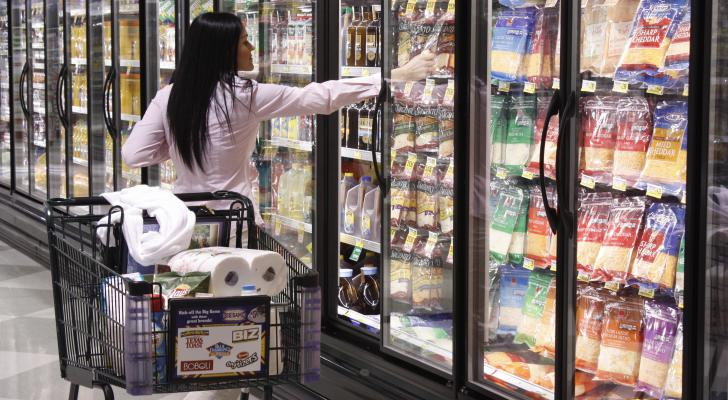 Grocery stores and supermarkets have long grappled with the option of converting traditional open cooler cases to doored cases. The lingering hesitation has ... & The Benefits of Cooler Doors on Open Cases pezcame.com